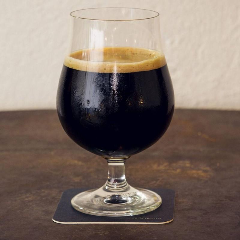 Glas mit Stout  Porter Bier